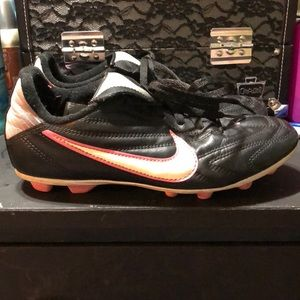 Nike Youth Girl Soccer Cleats!